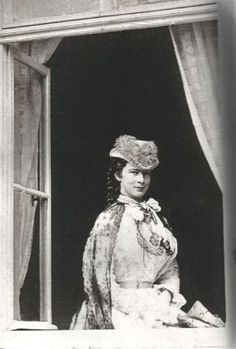 stellar-raven: Elisabeth of Bavaria, Empress of Austria, Queen of Hungary and Bohemia The Empress at the window of the Albert studio in Munich, Rare Photos, Old Photos, Vintage Photos, Antique Pictures, Empress Sissi, The Empress, Edwardian Era, Victorian Era, Victorian Homes