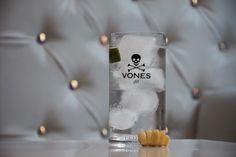 #GinTonic by #VonesGin:  5-6 cl de VONES gin para 16-20 cl de tónica Cítrico: añade twist de limón o twist de lima Dulce: añade twist de naranja o rodaja de pomelo