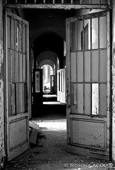 Tuscany's Abandoned Asylum for the Criminally Insane Old Abandoned Buildings, Abandoned Asylums, Abandoned Places, Haunted Asylums, Haunted Places, Insane Asylum, Mental Asylum, Abandoned Hospital, Perfect World