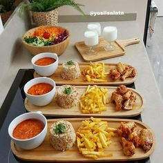 Tavuk kanat sevenler bir de bu tarifi deneyin 😍 En pratiğinden akşam yemeğ… Chicken wings lovers also try this recipe 😍 If I say dinner from the most practical 🙆♀️ It is very easy to prepare all in 1 hour . Food Platters, Food Dishes, Bistro Food, Good Food, Yummy Food, Cooking Recipes, Healthy Recipes, Food Decoration, Cafe Food