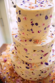 Gorgeous Gold & Navy Wedding with Wow Factor Edible Petal Cake Buttercream Gorgeous Gold Navy Wow Factor Wedding hayleybaxterphoto… Pretty Cakes, Beautiful Cakes, Amazing Cakes, Amazing Wedding Cakes, Petal Cake, Summer Wedding Cakes, Cake Wedding, Summer Cakes, Summer Wedding Foods