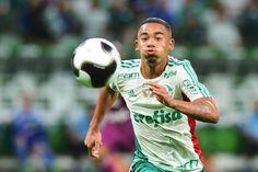 O atacante Gabriel Jesus ganhou aumento salarial do Palmeiras