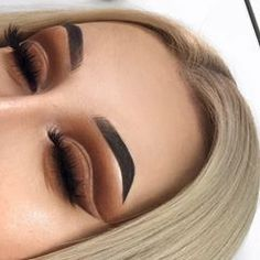 These brown shades got us all warm and fuzzy. @sarahlavarino went for the 35O2: Second Nature for this gorgeous cut-crease. ✨ #BlendTheRules