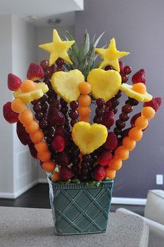 How to make a flower bouquet: http://www.theproducemom.com/2015/05/08/mothers-day-fruit-bouquet-edible/