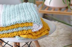 Gender-neutral crochet baby blanket | Free pattern included