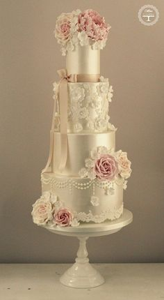 Featured Wedding Cake: cotton & crumbs; 35 Wedding Cake Inspiration with Chic Classy Design Details: http://www.modwedding.com/2014/10/22/35-wedding-cake-inspiration-chic-classy-design-details/ Featured Wedding Cake: cotton & crumbs #laceweddingcakes