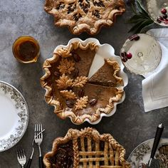 Creating a beautiful fall pie has never been easier. Our crust cutter's leaf pattern adds an elegant finish to both sweet and savory pies. Whether you're an experienced baker or a kitchen novice, our innovative cutter lets you create a professiona… Pie Tops, Thanksgiving Pies, Aesthetic Food, Chocolate Recipes, Chocolate Pies, Artisan, Braids, Williams Sonoma, Baking Tools