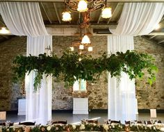 I'm in love with the large greenery swag that Amy @beeleavesnlove created in…