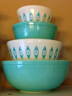 Ideas For Vintage Kitchen Dishes Turquoise Pyrex Vintage, Vintage Kitchenware, Vintage Bowls, Vintage Dishes, Vintage Glassware, Vintage Appliances, Retro Vintage, Plywood Furniture, Design Furniture