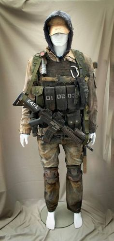Post Apocalyptic loadout I put together. Everything weathered and ... Nuclear Apocalypse, Post Apocalyptic, Airsoft, Fantasy Art, Nerd, Survival, Military, Cosplay, Costume Design