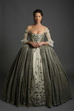 Outlander wedding. Claire Beauchamp Fraser wedding dress