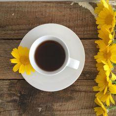 Rebel Pops #yellow_ru Coffee And Books, I Love Coffee, Coffee Is Life, Hot Coffee, Espresso Coffee, Yellow Coffee Cups, Yellow Cups, Coffee Cafe, Drinking Coffee
