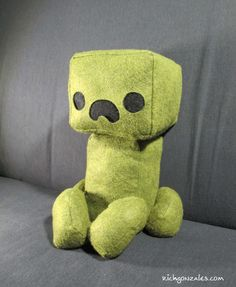 Geek Art Gallery: Crafts: Creeper Plushie