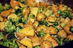 Garlic Parmesan Golden Potatoes & Broccoli I love golden potatoes because they are quick to cook, soft, and . Garlic Parmesan Potatoes, Broccoli And Potatoes, Parmesan Broccoli, Broccoli Recipes, Healthy Recipes, Clean Eating Recipes, Salad Recipes, Healthy Eating, Cooking Recipes