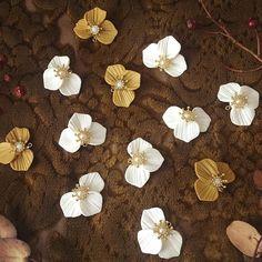 お花パーツ❤️ . . . #makaris#マカリス#handmade#手作り#アクセサリー#ピアス#イヤリング#ハンドメイド#お花#花#花弁#花びら#ビジュー#flower#アンティーク #リング #指輪 #ファッション #コーデ #コーディネート #装苑 #fudge #ハンドメイドピアス #ハンドメイドイヤリング #ハンドメイドアクセサリー #秋色