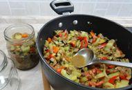 Zavařená houbová směs na topinky Korn, Rice, Homemade, Kitchen, Red Peppers, Cooking, Home Made, Kitchens, Cuisine