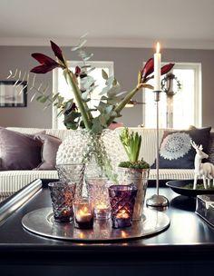 Weihnachtsdeko Idee für den Couchtisch - Blumen und Kerzenhalter
