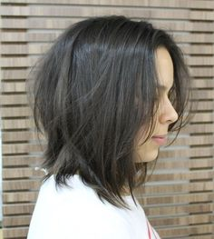 shoulder-length+tousled+bob