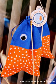 Fish on a hook favor bags! Perfect for a fish inspired birthday party |seevanessacraft.com
