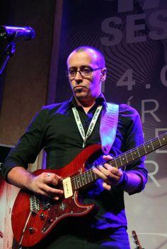 Diego García durante la presentación de la guitarra Pacifica611 y el amplificador THR10