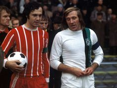 Small talking captains… Bayern's Franz Beckenbauer and Borussia M'Gladbach's Gunter Netzer before a Bundesliga match, Source: MSN/Kicker God Of Football, Retro Football, Football Kits, Vintage Football, Sport Football, Class Games, Team Games, Germany Football, Good Soccer Players