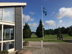 Danmarks sydligste golfbane er en udfordrende 18-hullers par 71 bane, som kan spilles af alle, uanset handicap.    Banen er beliggende ved Danmarks bedste badestrand. Den er en blanding af skovhuller og åbne fairways, hvor søer og kanaler er naturlige forhindringer.