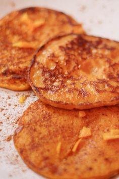 Herfst, dús pompoen! Na een heleboel soepmaaltijden is een ander gerecht met pompoen wel verfrissend. Maak eens pompoenpannenkoekjes. Dat is per ongeluk niet eens...