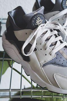 Der er stadig udsalg hos AndSneaks og det er altså ret vildt by STONE MUSE by Michelle Nielsen  #AarhusBlog, #AarhusModeblogger, #AndSneaks, #Blog, #BlogAarhus, #Fashion, #JUSTBOUGHT, #MichelleNielsen, #MichelleNielsenBlog, #Modeblog, #ModeblogAarhus, #ModebloggerAarhus, #NikeHuarache, #NikeSneakers, #Sneakers, #Stonemuse