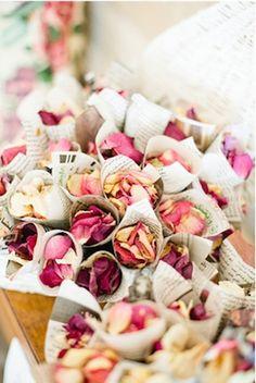 lancer de pétales de roses pour mariage