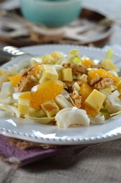 Composed salad of winter endive and oranges Tasty, Yummy Food, Hors D'oeuvres, Vinaigrette, Fruit Salad, Food Videos, Salad Recipes, Food And Drink, Dishes