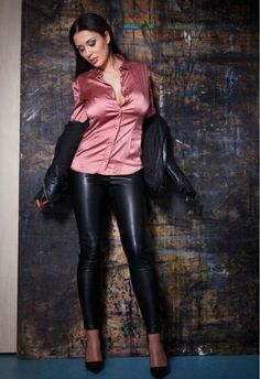 Women in Blouse❤ Hot Outfits, Pretty Outfits, Stylish Outfits, Fashion Outfits, Blouse Sexy, Blouse And Skirt, Leather Pants Outfit, Leather Dresses, Leder Outfits