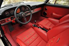 How a Porsche 911 interior should look.