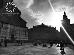 Ringrazio @isola_fenice Per la selezione. Grazie per aver scelto la mia foto per la bellissima galleria di @bestemiliaromagnapics!  @Regrann from @bestemiliaromagnapics -  COMPLIMENTI a @eombelli per questo bellissimo scatto in bianco e nero di Piazza Maggiore a Bologna!  scelta da @isola_fenice (ADMIN) FOUNDER: @mariettorc LOCALITÀ: Bologna  CATEGORIA: #bnw  #emiliaromagna #italia #italy #turismo #travel #travelgram #instatravel #travelphotography #mytravelgram #whatitalyis #instabeauty…