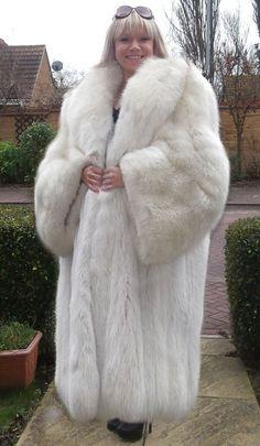 Is This The Biggest Fur Ever? | Меха, кружева | Pinterest | Fur ...
