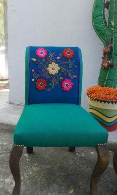 Silla Peruana bordada a mano aqua y azul francia