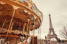 City tours, walking tours, transfer, entertainment activities, private and personalized tours, group tours, Paris