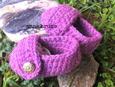 baby shoes crochet https://www.facebook.com/pages/Con-le-mie-mani/549162771820752?ref=stream&hc_location=timeline