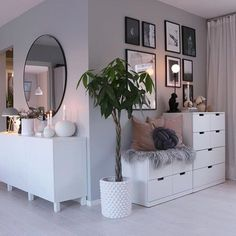 61 minimalist bedrooms ideas with cheap furniture 29 61 minimalist bedroom ideas with cheap furniture 28 Interior Design Living Room, Living Room Decor, Bedroom Decor, Bedroom Furniture, Bedroom Plants, Bedroom Dressers, Ikea Bedroom, Master Bedroom, Decor Room