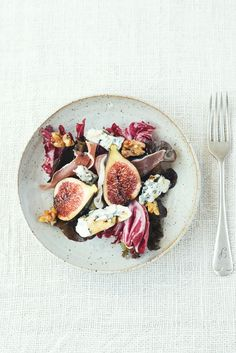 Autumn salad with figs, blue cheese & prosciutto