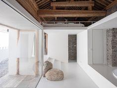 Image 10 of 32 from gallery of Beijing 'Tsuo' / Wonder Architects. Photograph by Haiting Sun Southwestern Home, Southwestern Decorating, Tuscan Decorating, Interior Decorating, Peking, Hawaiian Decor, Tropical Interior, Interior Design Tips, Design Ideas