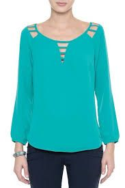 Bata Crepe Tiras Really cute top maybe a different color Classic Outfits, Casual Outfits, Fashion Outfits, Blouse Styles, Blouse Designs, Top Chic, Diy Clothes, Clothes For Women, Beautiful Blouses