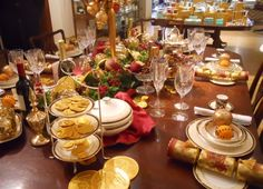 gorgeous christmas tables | Beautiful holiday table at Fortnum & Mason