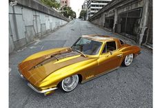 1963 Chevrolet Corvette, the original Sting Ray, front-engined design prevailed over the mid/rear-engined layout proposed by Zora Arkus-Duntov. Photo Not Credited Corvette C2, Chevrolet Corvette, Chevy, Tuner Cars, Car Travel, Hot Cars, Dream Cars, Classic Cars, Vehicles