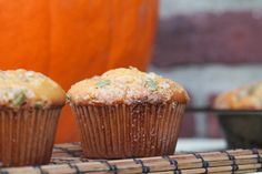 Who else was bummed when Starbucks didn't bring back their autumn pumpkin cream cheese muffins? Well, no worries. has a copycat pumpkin cream cheese muffin you're going to love! Muffin Recipes, Brunch Recipes, Sweet Recipes, Pumpkin Cream Cheese Muffins, Pumpkin Cream Cheeses, Starbucks Pumpkin, Pumpkin Recipes, Fall Recipes, Savory Breakfast