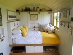 Gorgeously handcrafted huts in the splendid Somerset countryside - Head out for a picturesque walk or lie back in the hot tub and gaze at the view Tyni House, Tiny House Cabin, Tiny House Living, Garden Huts, Wendy House, Shepherds Hut, Cabins And Cottages, Little Houses, Trailers