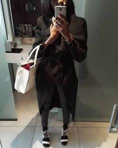 Come say hi -> more styles inspo: www.instagram.com/vv.moodboard Long black coat, white tote bag , white sandals heels