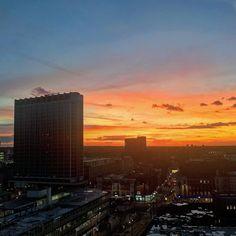 The magic hour      #instauk #london #londonpop #igerslondon #ig_london #clicklondon #visionlondon #lovelndtwn #postmyuk #photosoftheuk #visitlondon #timeoutlondon #londonforyou #london_only #londonerscity #thisislondon #seemycity #igworldclub #shutup_london  #london4all #communityfirst #nofilter #sunset #magichour #skymasters_family #sunset_hub #sunset_ig #croydon