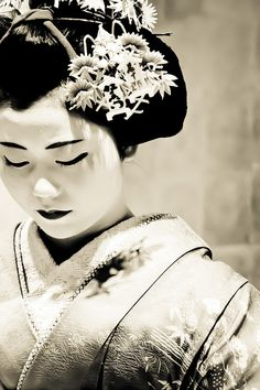 Maiko -apprentice of Geisha- 舞妓 Geisha Japan, Japanese Geisha, Japanese Beauty, Asian Beauty, Japanese Kimono, Memoirs Of A Geisha, Turning Japanese, Art Japonais, We Are The World