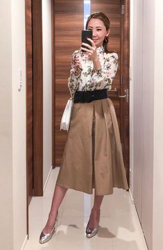 Simple Work Outfits, Fashion Face, Womens Fashion, Beige Skirt, Staring At You, Your Wife, Your Girlfriends, Office Ladies, Office Fashion