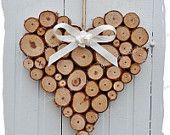 Articles similaires à Décoration rustique grande maison mariage coeur de rondins sur Etsy